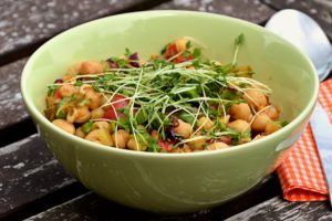 Kichererbsen-Salat als Proteinquelle