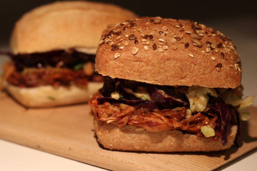 Vegane Pulled-Pork Burger mit Jackfruit